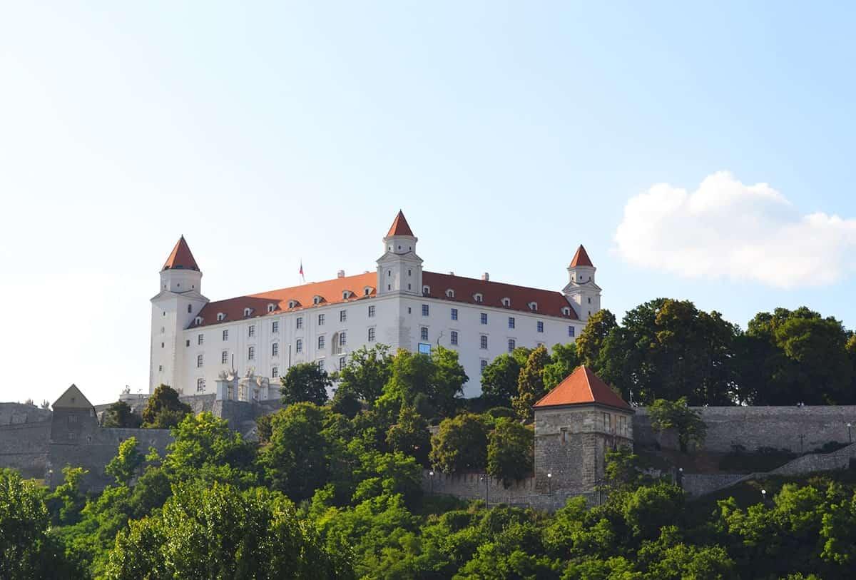 bratislava-castle-one-day-in-bratislava-min