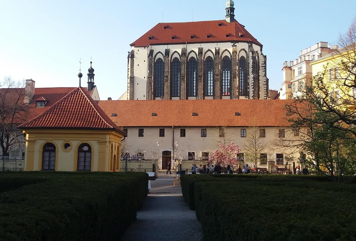 franciscan-garden-in-prague