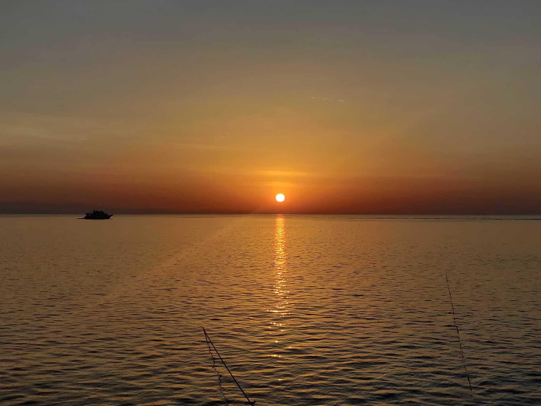 sunset-on-the-sataya-reef-min