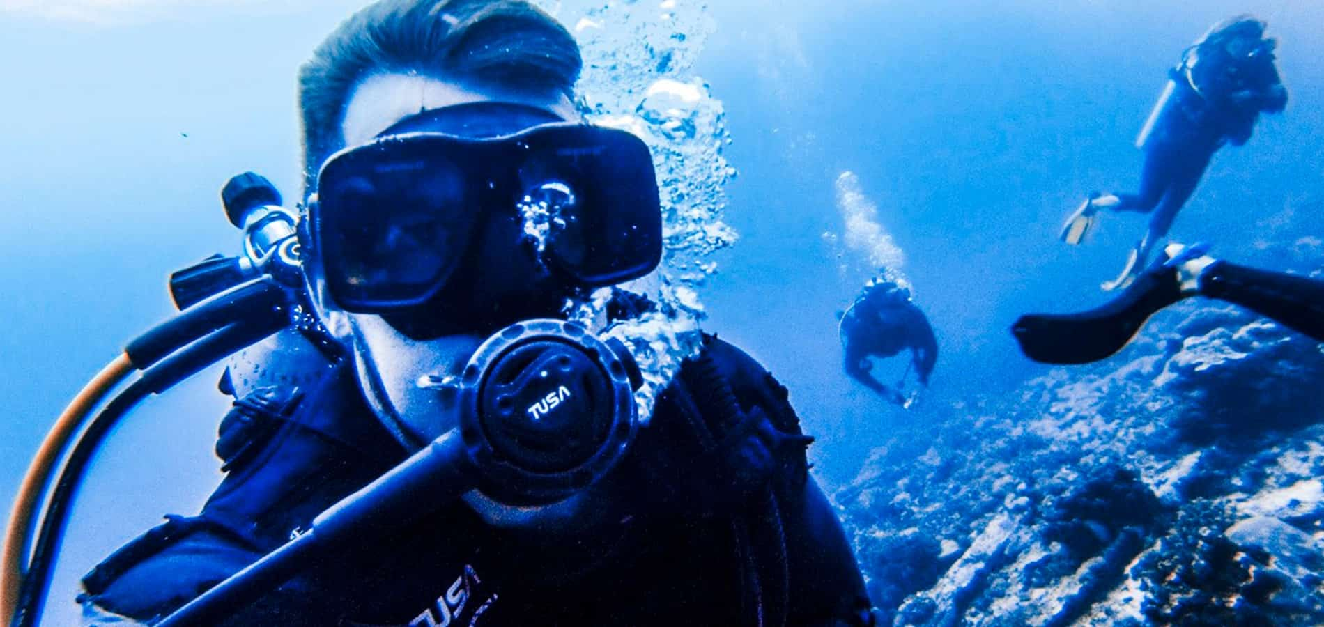 Become a dive instructor and pay for your travels